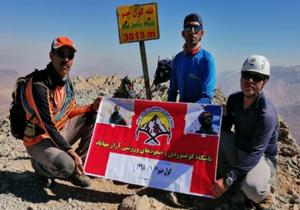 صعود دو کوهنورد مهابادی به قلههای اشترانکوه