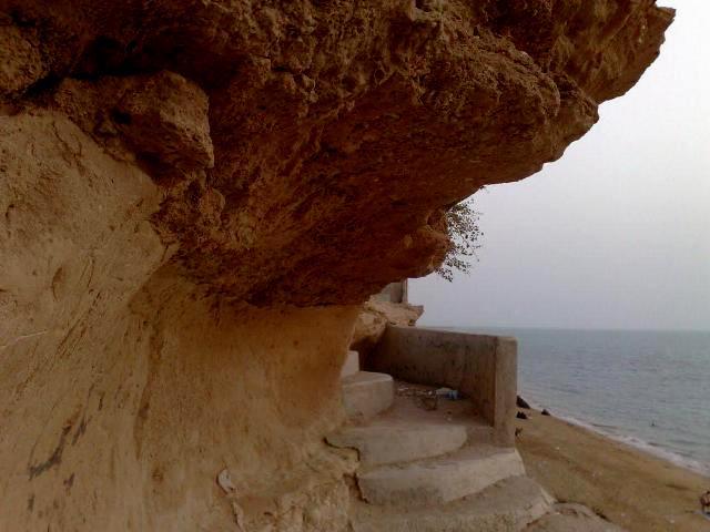 قلعه تاریخی ریشهر نیازمند مطالعات باستان شناسی بیشتری است