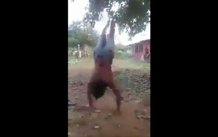 استعداد باورنکردنی پسر هندی در اجرای حرکات ورزشی+ فیلم//