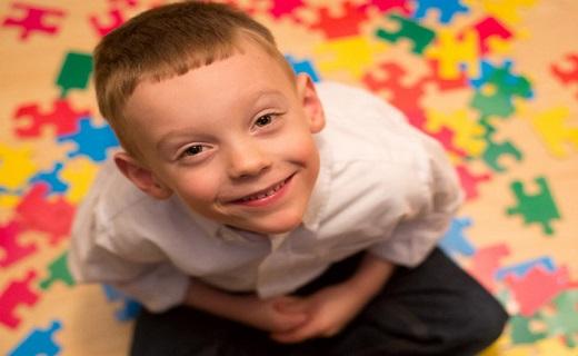 کدام کودکان در معرض ابتلا به اختلالات طیف اوتیسم هستند؟ +میزان شیوع