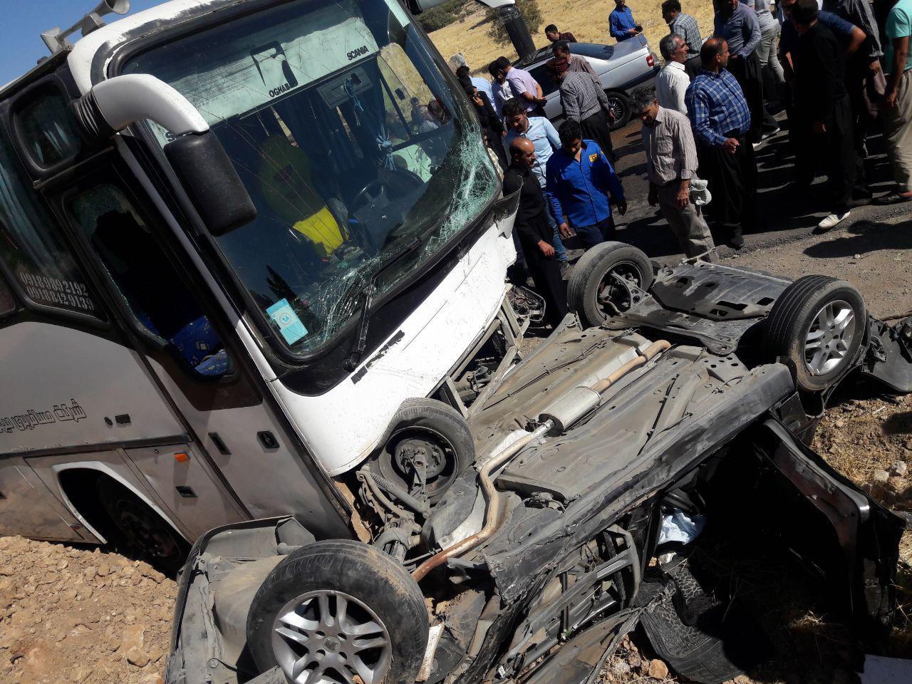 ۱۱ کشته و زخمی بر اثر برخورد اتوبوس با سه خودرو سواری+تصاویر