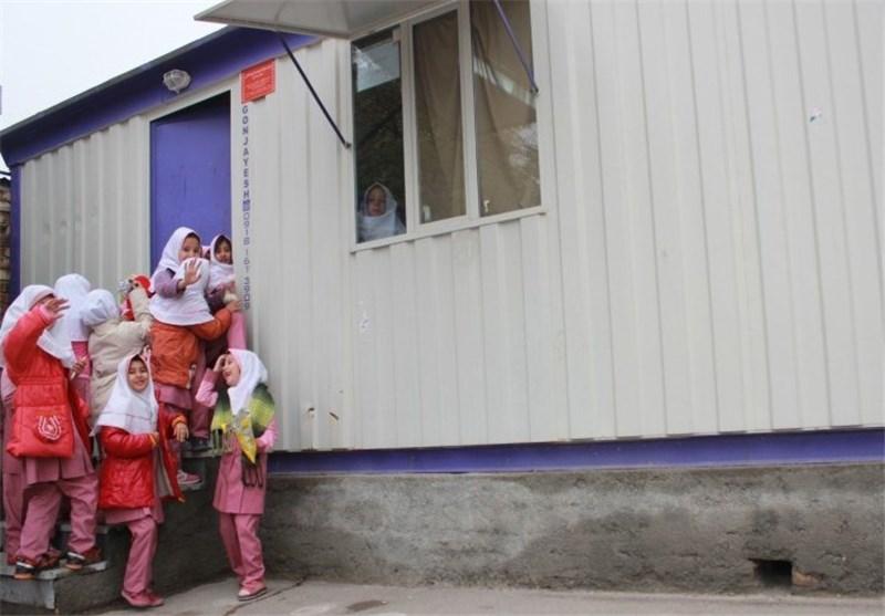 شوق آغاز مهر در سطح شهر؛ ناآشنایی دانشآموزان محروم با مدرسه؛ هر اتاقکی مدرسه نیست