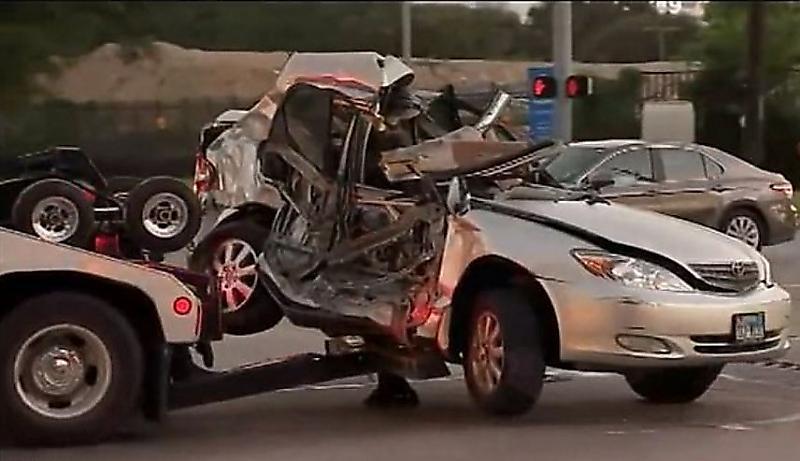نجات معجزه آسای راننده پس از برخورد با قطار +فیلم