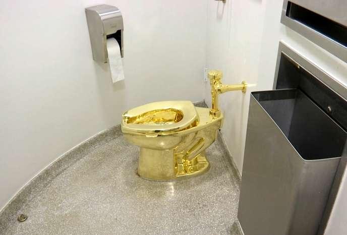 توآلت فرنگی طلا به سرقت رفت!