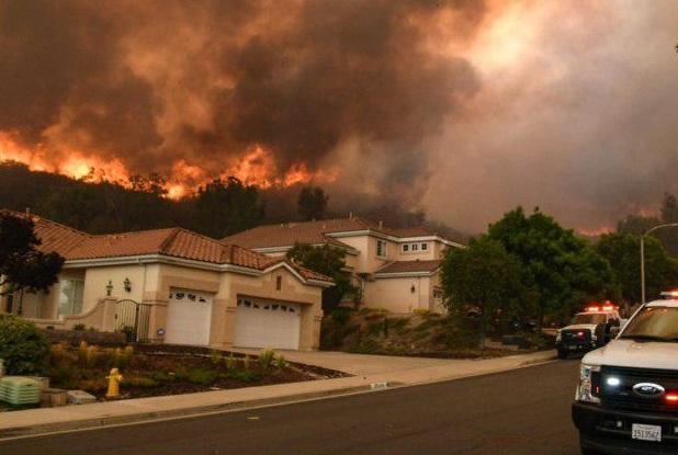 دستور تخلیه صدها نفر بر اثر آتشسوزی در کالیفرنیا