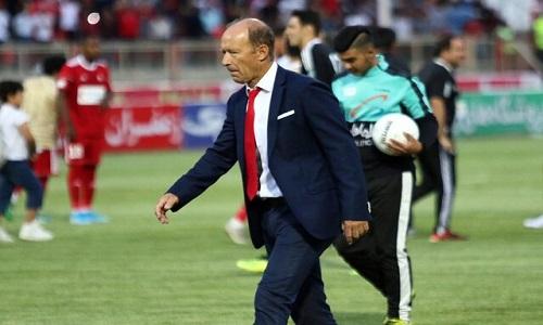 کالدرون: به تصمیم کمیته انضباطی در مورد بیرانوند احترام می گذارم/ فوتبال مورد علاقه مان را بازی نمی کنیم