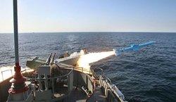 «موشک قادر» دست بلند نیروهای مسلح ایران در خلیج فارس + فیلم و تصاویر