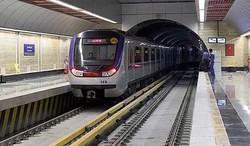 اتفاقی عجیب در متروی تهران/ حرکت قطار مترو با درب باز+ فیلم