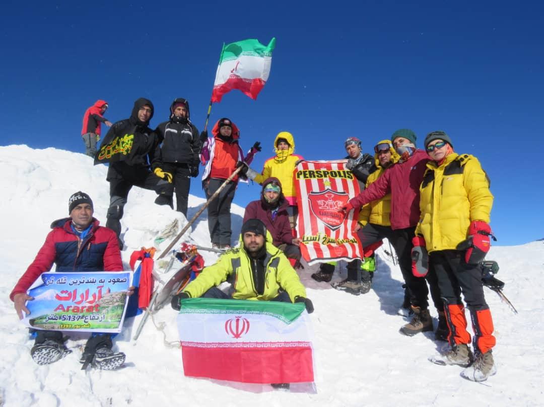 صعود کوهنوردان فسایی به قله آرارات ترکیه