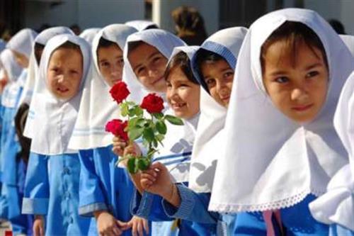 اوقاف  بیش از هفتهزار بسته لوازم التحریر به دانش آموزان اهدا می کند