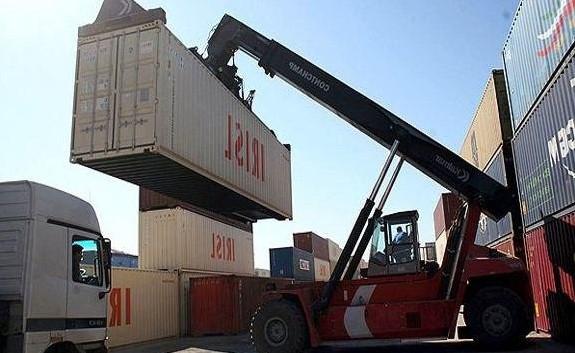 صادرات ۵۹۳ هزار تن کالای استاندارد از مرز مهران به عراق