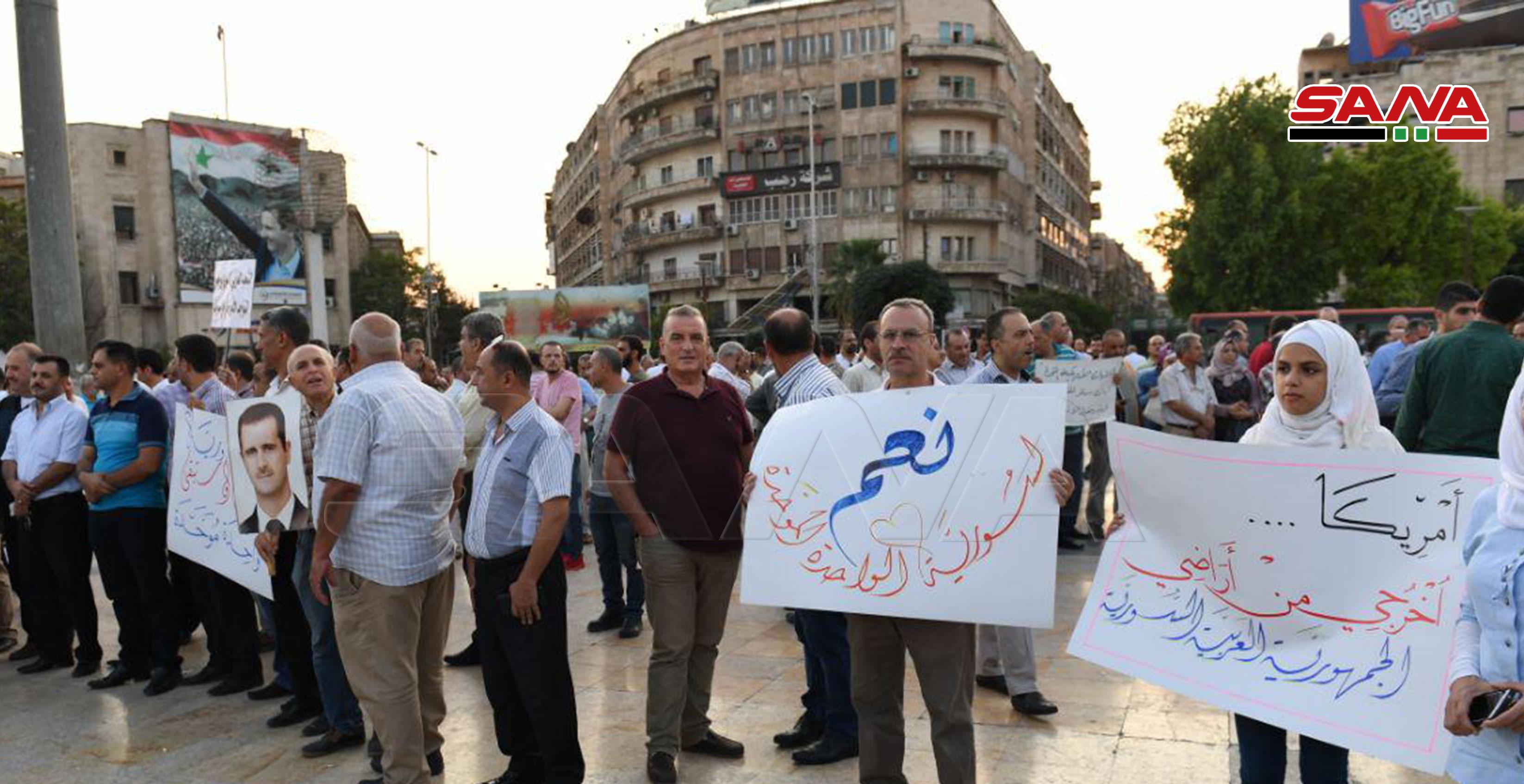 تجمع مردم حلب در اعتراض به مداخله نظامی آمریکا و ترکیه در سوریه+ تصاویر