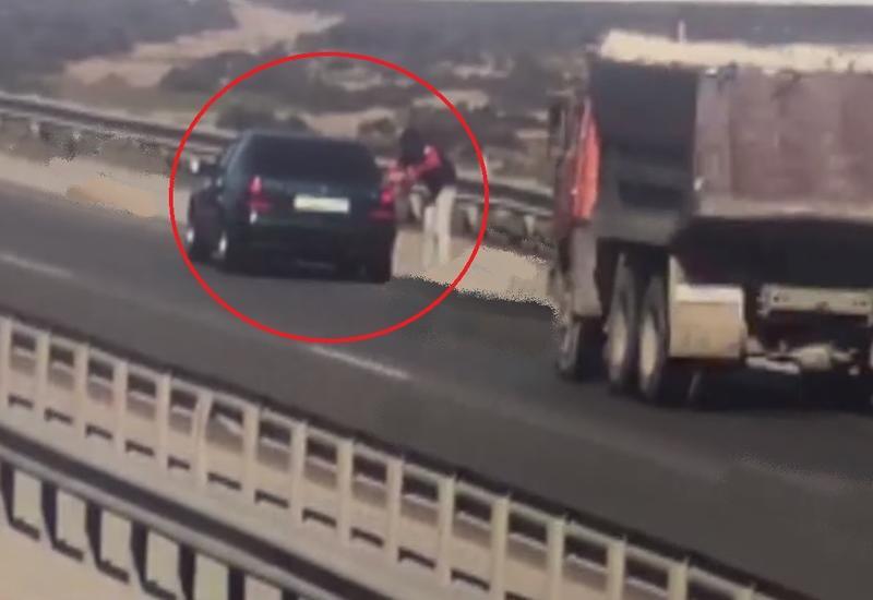 دو کشته، عاقبت توقف در کنار جاده و خرید از دست فروش ها+فیلم