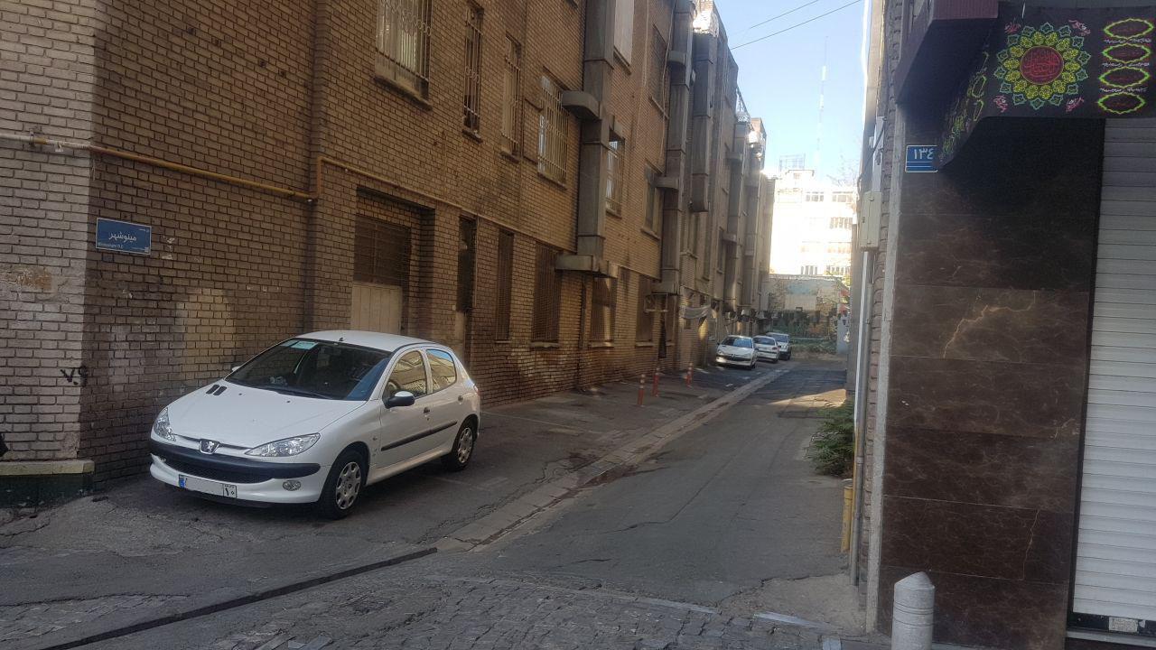 شهرداری فضای عمومی را پارکینگ اختصاصی کرد!
