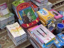 اهداء ۱۰۵ بسته لوازم التحریر به دانش آموزان تحت حمایت خرم دره