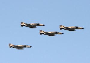 برگزاری موفق تمرین هوایی تیزپروازان ارتش در آسمان هرمزگان