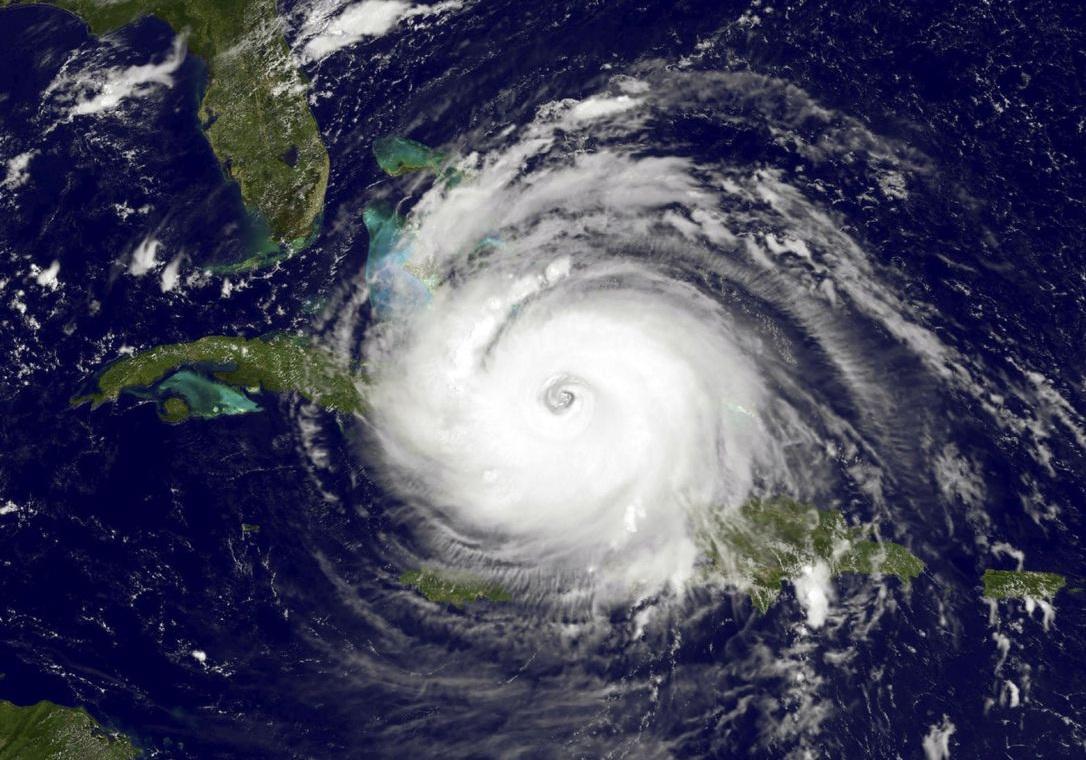 قطع برق ۱۶ هزار خانه بر اثر طوفان هامبرتو در برمودا