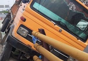 تصادف ایسوزو با کامیون در محور دامغان-سمنان