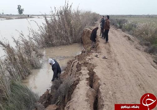 زمینهای کشاورزی سیل زدگان خوزستان همچنان زیر آب/ روند ساخت بعضی مدارس هنوز تکمیل نشده است/وزارت راه و شهرسازی در ساخت راهها ضعیف عمل کرده است