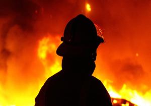 شعلههای آتش به جان انبار علوفه و کاه افتاد