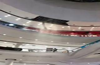 فرو ریختن سقف یک فروشگاه بر اثر رعد و برق + فیلم