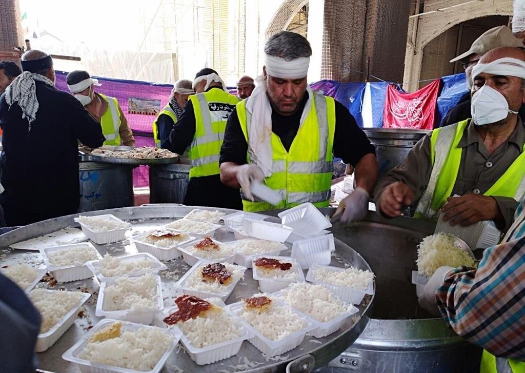 طبخ بیش از ۲۱۰ هزار پرس غذا توسط موکب حضرت رقیه
