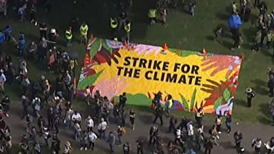 تظاهرات هزاران نفری در اعتراض به تغییرات آب و هوایی + فیلم