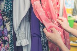 پشتپرده تکاندهنده فعالیت زنان در کارخانههای مشهورترین برندهای لباس/ یک قربانی فاش کرد! + تصاویر