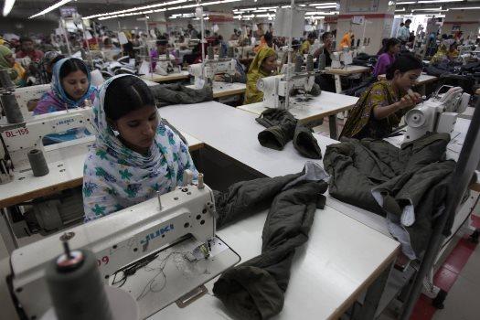 پشتپرده شرمآور فعالیت زنان در کارخانههای مشهورترین برندهای لباس/قربانی به نام «اختر» فاش کرد! + تصاویر