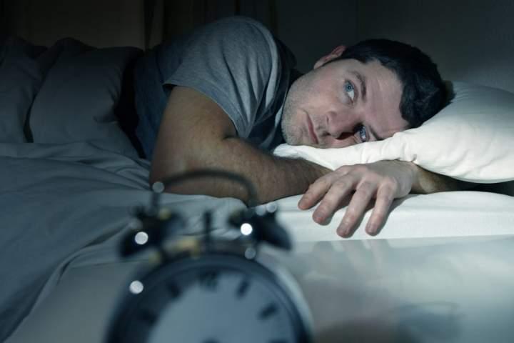 ساعت ۵ / چگونه بیخوابی شبانه را جبران کنیم؟ / تمهیداتی برای جبران بیخوابی شبانه