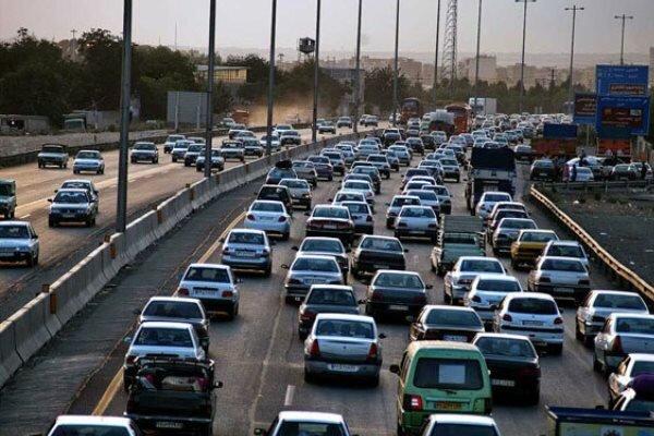 ترافیک در اکثر محورهای استان زنجان پرحجم است/ رانندگان با احتیاط بیشتر در جاده های استان تردد کنند