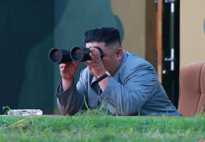 نظارت کیم جونگ اون بر آزمایش راکتانداز غولپیکر کره شمالی + تصاویر