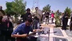 خاکسپاری متفاوت همراه با موسيقى دست و جيغ و سوت! +فیلم و واکنش کاربران