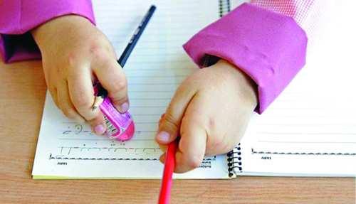 توزیع دفترچههای دانشآموزی با ارز ۴۲۰۰ تومانی