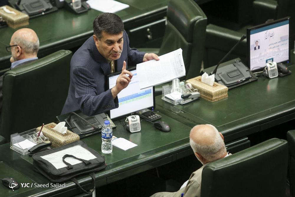 حضور دو نماینده بازداشتی در صحن علنی پارلمان