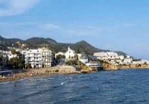 تخلیه ساحلی در اسپانیا پس از کشف بسته انفجاری در آبهای ساحلی