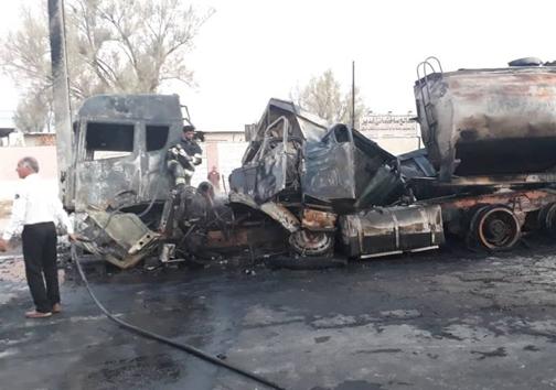 تصادف تریلی با مینیبوس در کرند/۱۰ نفر در آتشسوزی جانباختند+ عکس