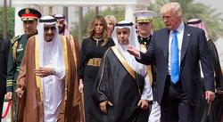 عطوان: باجگیری از کشورهای عربی، تنها مسئله بااهمیت برای ترامپ است/ رئیسجمهور آمریکا از ایران میترسد