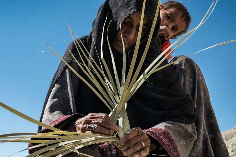 قلعهگنج کرمان به قطب حصیربافی کشور تبدیل میشود