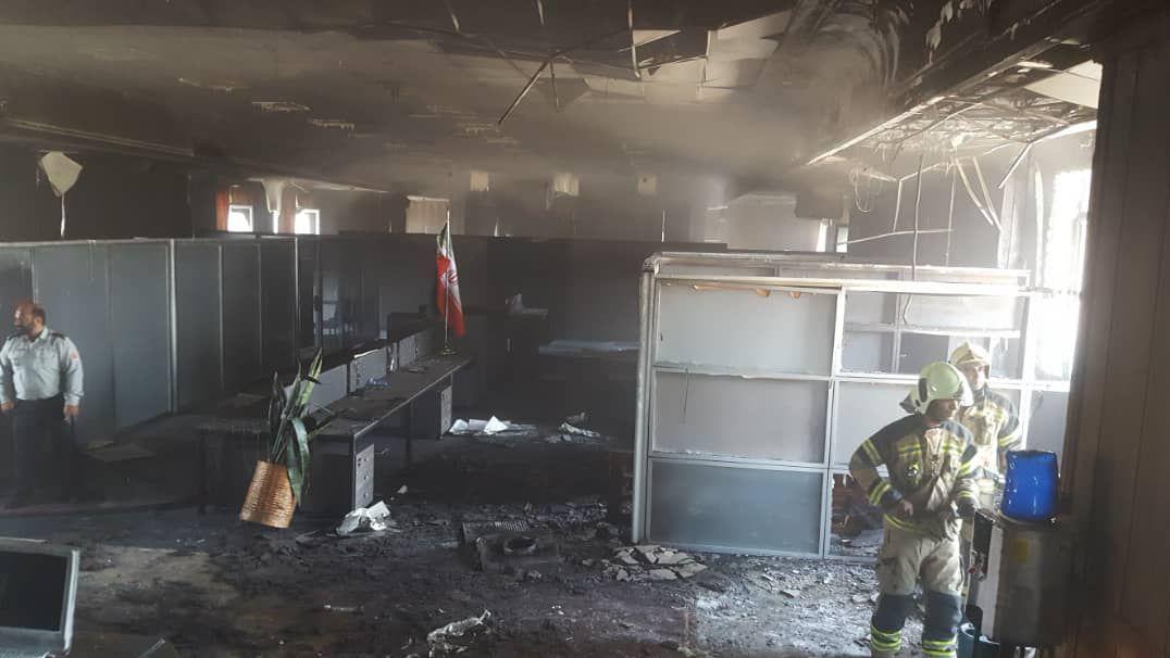 آتش سوزی جزئی ساختمان بازار متشکل ارزی/ بخشی از تجهیزات اداری سوخت و سرورها سالم است