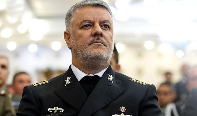 همواره دشمنان را در دریا رصد میکنیم/ حضور کشورهای غربی در خلیج فارس یک حضور نمایشی است