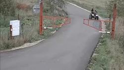 حادثه دلخراش برای یک زن موتورسوار و فرزندش حین راندن موتور چهار چرخ + فیلم