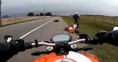تصادف وحشتناک موتورسواران در کورس خیابانی + فیلم