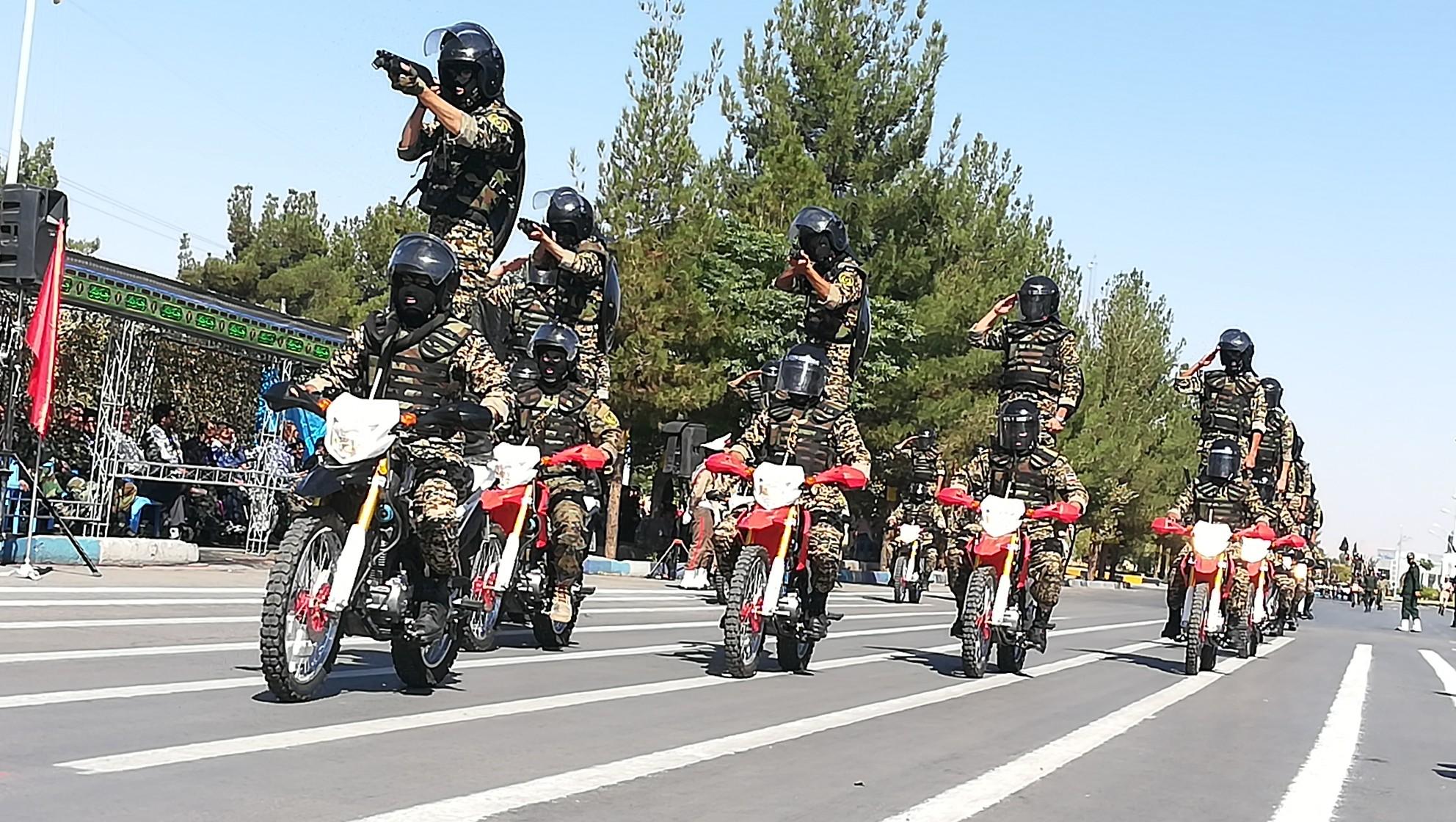 رژه نیروهای مسلح کرمان از زاویه دید دوربین باشگاه