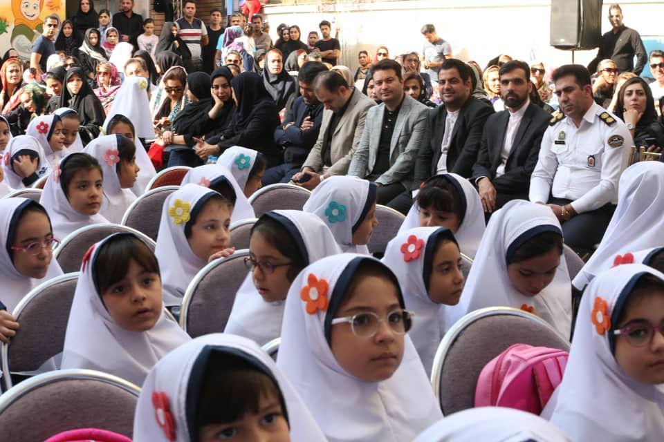 باید عشق به ایران را به دانش آموزان در مدارس تعلیم دهیم