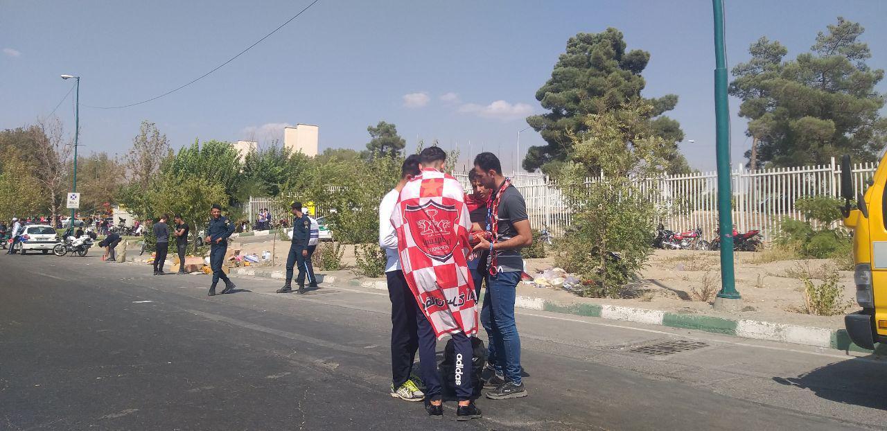 حواشی دربی ۹۰/ هوادارانِ بدون کارت ملی به خانههایشان برگشتند/ حضور ناظران ویژه در ورزشگاه