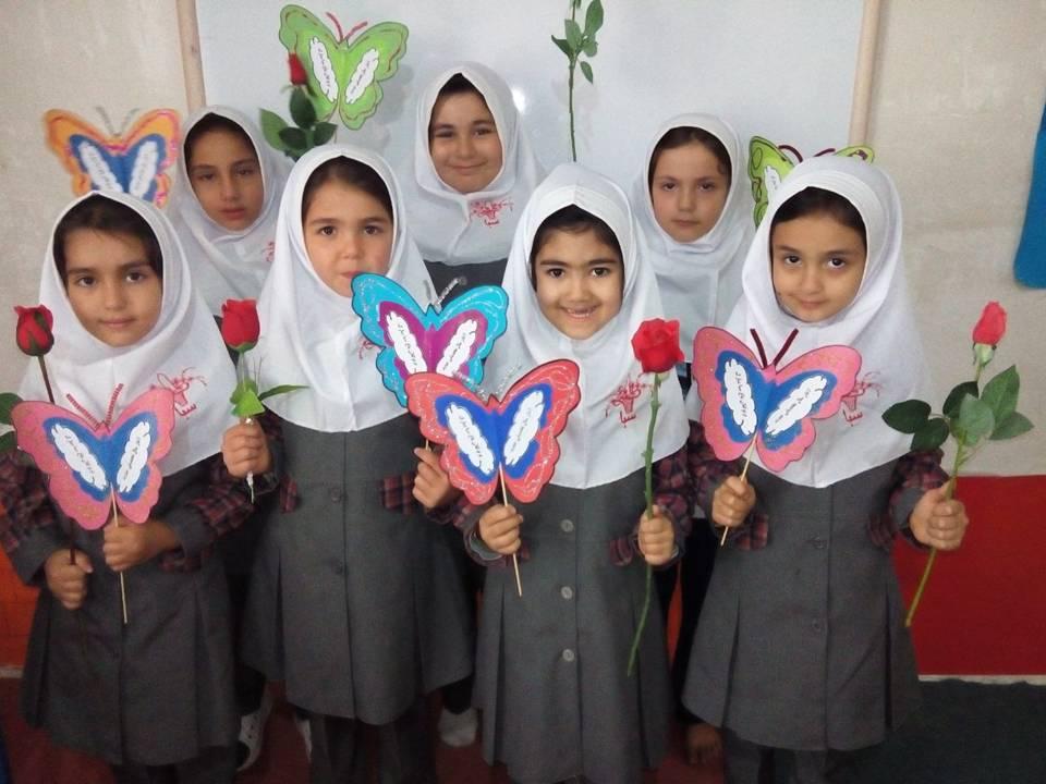 جشن روز شکوفه ها در ۶۶ مدرسه گناوه برگزار شد