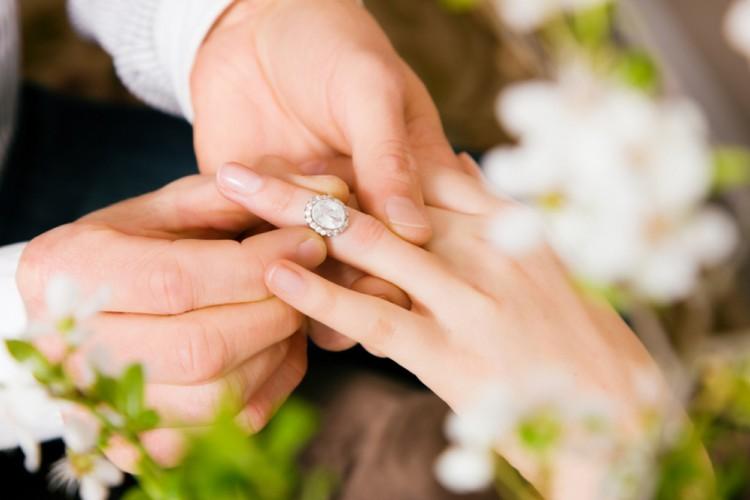 ساعت ۲۱/ چگونه با خانواده همسر ارتباط برقرار کنیم؟ / راههای برقراری ارتباطی صمیمی با خانواده همسر