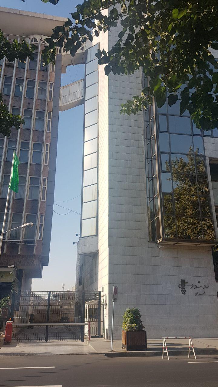 کاظمی / دهن کجی ساختمانهای دولتی به قانون ممنوعیت ساخت پل میان دو ساختمان