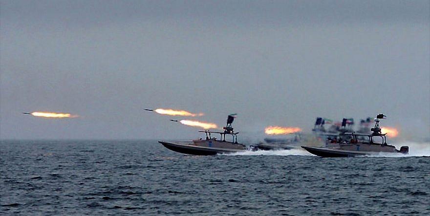 بستن تنگه هرمز؛ پاسخِ ایران به تحریمهای نفتی آمریکا/ دو برابر شدن قیمت نفت در پیِ بسته شدن این تنگه + تصاویر
